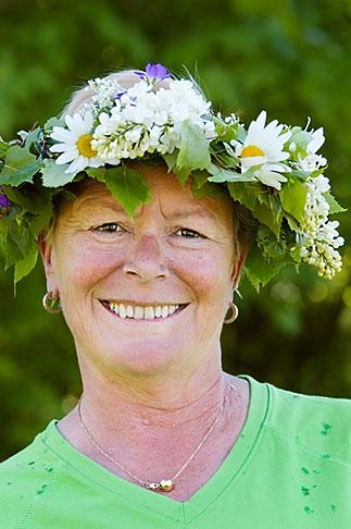 image 5-730-3415 Sweden, Grinda Island, Woman wih flower wreath for midsummer