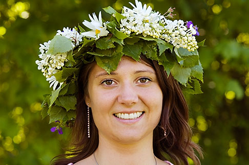 image 5-730-3419 Sweden, Grinda Island, Woman wih flower wreath for midsummer