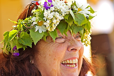 image 5-730-3628 Sweden, Grinda Island, Woman wih flower wreath for midsummer