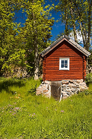 image 5-730-6416 Sweden, Grinda Island, Red summer house