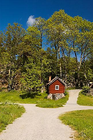 image 5-730-6436 Sweden, Grinda Island, Red house
