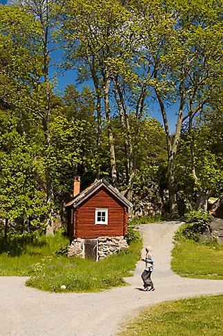 image 5-730-6438 Sweden, Grinda Island, Red house