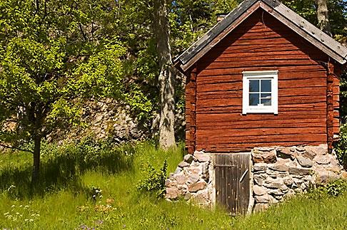image 5-730-6439 Sweden, Grinda Island, Red summer house