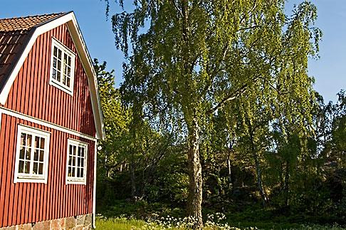 image 5-730-6498 Sweden, Grinda Island, Red summer house