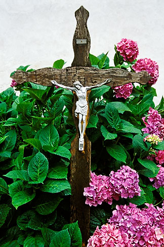 image 2-94-2 Switzerland, Valais, Cross in churchyard, Ernen