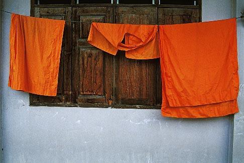image 0-361-99 Thailand, Chiang Mai, Wat Phra Sing, monks robes drying