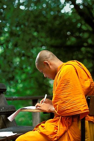 image 0-362-54 Thailand, Chiang Mai, Monk studying, Wat Chedi Luong