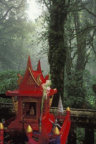 image 0-363-17 Thailand, Chiang Mai, Shrine at Doi Inthanon, highest peak in Thailand