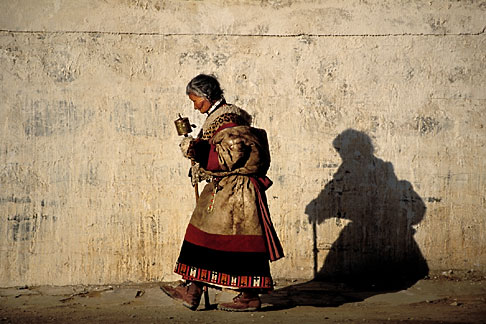 image 4-125-30 Tibet, Pilgrim circumambulation, Labrang Monastery, Xiahe