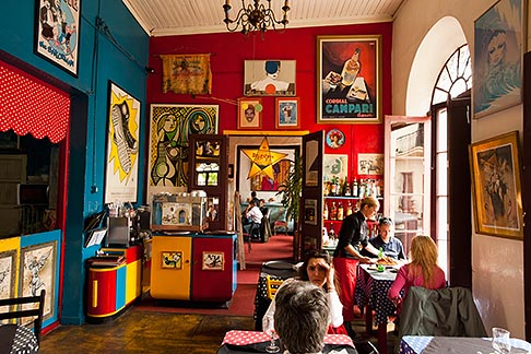 image 8-802-4332 Uruguay, Colonia del Sacramento, Restaurant interior