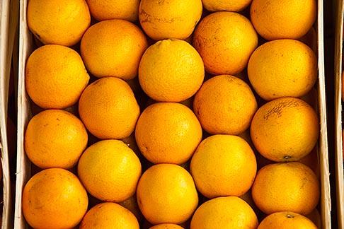 image 8-803-4723 Uruguay, Colonia del Sacramento, Oranges in market stall