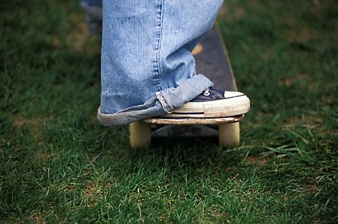 image 6-230-23 Skateboarder feet