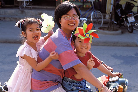 image S3-194-16 Vietnam, Hoi An, Family on scooter