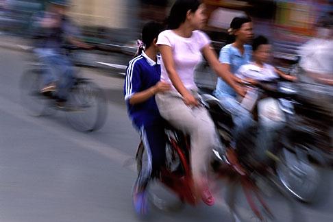 image S3-194-19 Vietnam, Hue, Bicyclists