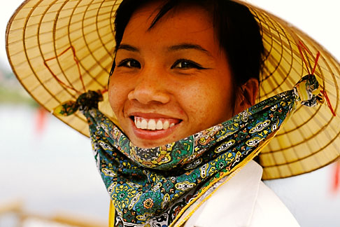 image S3-194-22 Vietnam, Hoi An, Lady wearing hat