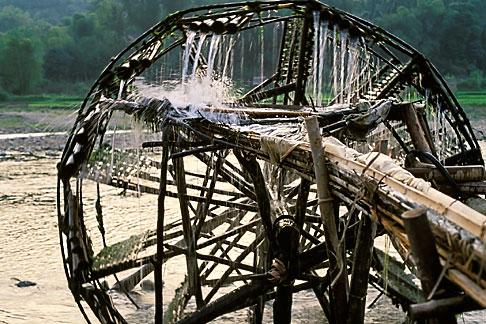 image S3-195-5 Vietnam, Lai Chau, Waterwheel